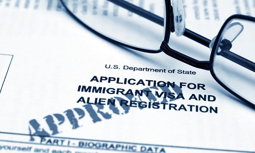 """bigstock-Application-for-immigrant-visa-18039620 Webinar """"Travel Ban USA: gestione dei visti e dei viaggi verso gli Stati Uniti"""""""
